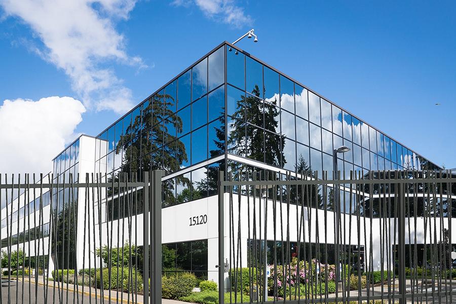 puerta corredera pro Exotic Plus edificio de cristal
